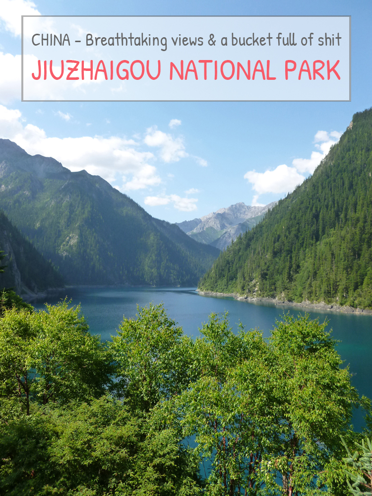 BREATHTAKING VIEWS AND A BUCKET FULL OF SHIT – Visiting Jiuzhaigou national park, China